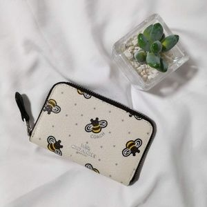 COACH ZIP AROUND COIN CASE WITH BEE PRINT